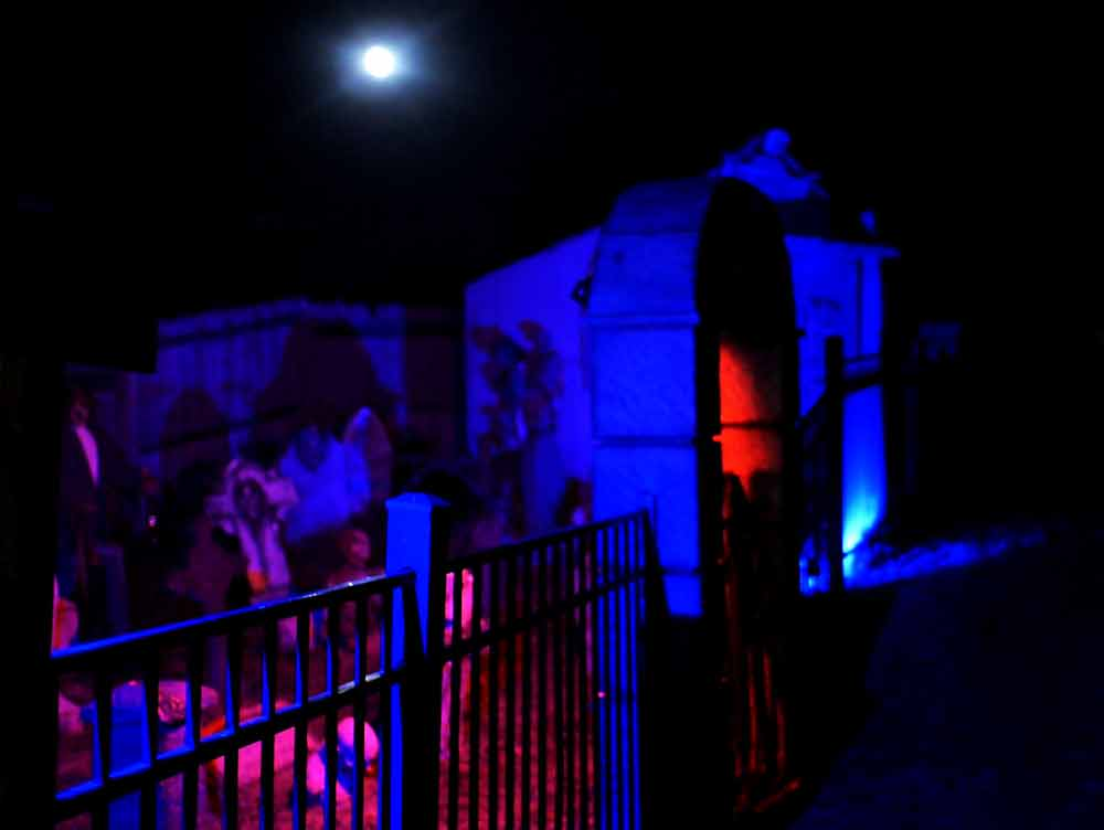 3 East End Haunted Houses to Give You a Scare