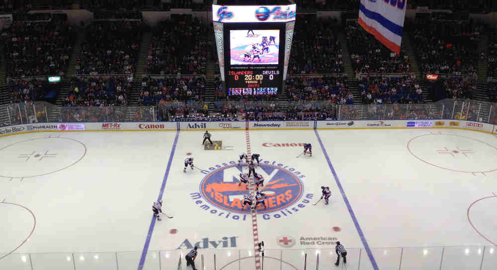 Islanders' Last Hurrah at the Old Barn