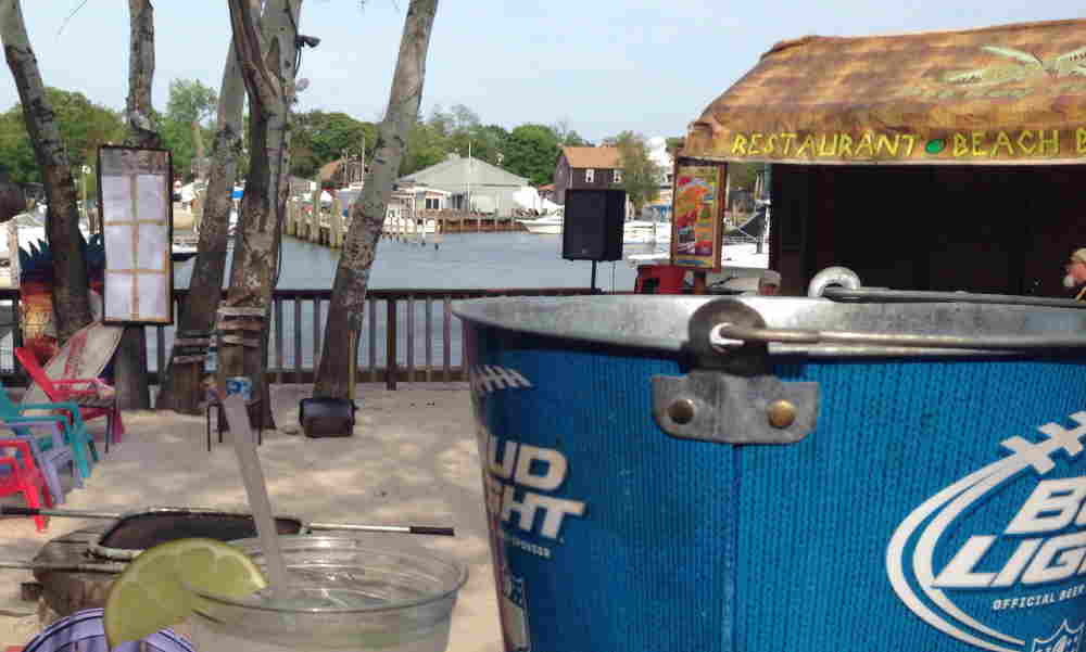 Off Key Tikki: A Beach Bar for the 30+ Crowd