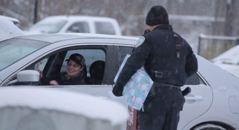 Police Make Christmas-Surprise Traffic Stops